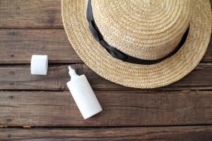 紫外線を防止する帽子や日焼け止め