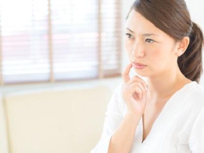 10月のスキンケアに悩む女性