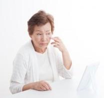 老人性乾皮症に悩む女性
