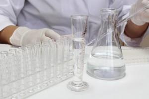 バリア機能の計測する研究者のイメージ