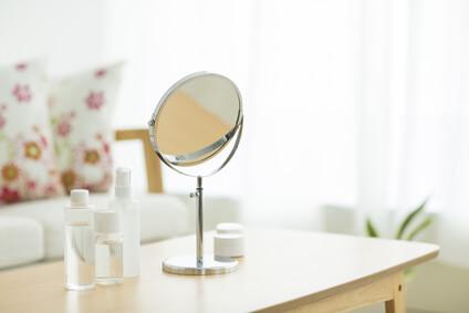 肌の老化を確認する鏡