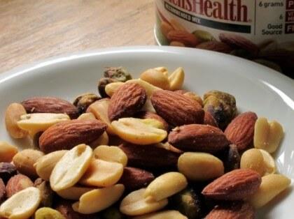 ビタミンEを豊富に含むナッツ類