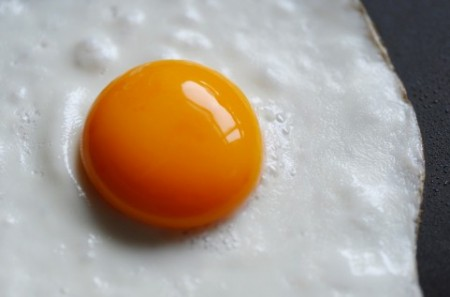 お肌の源となる栄養素「必須アミノ酸」を意識して卵を食べるイメージ