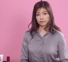 たるみ毛穴の改善の方法を解説する女性