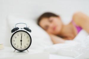 更年期のお肌にとって大切な質の高い睡眠をとる女性