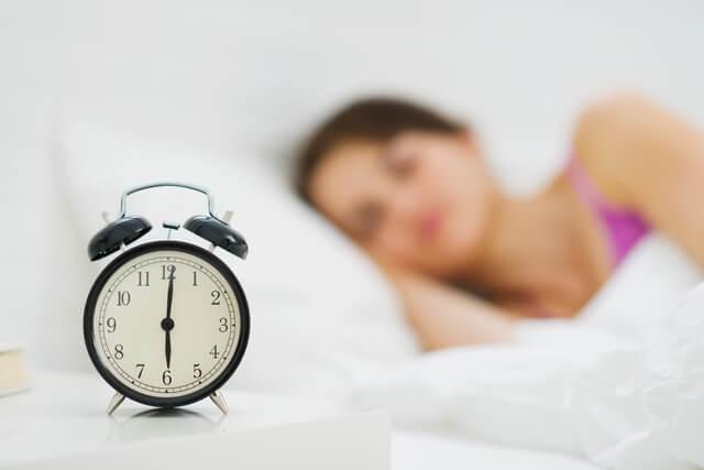 質のよい睡眠を心がける女性