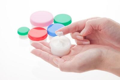 皮膚科や薬局で処方される保湿剤のイメージ