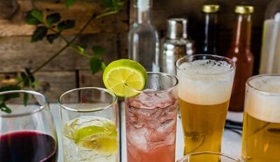 酸化の原因である過度のアルコール摂取のイメージ