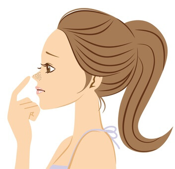 イチゴ毛穴を気にする女性