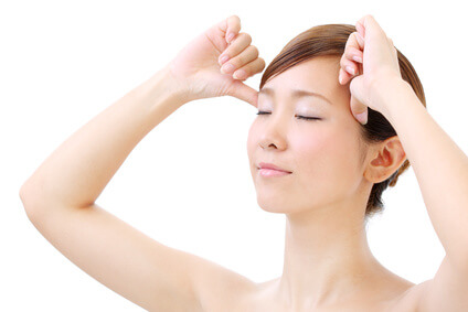 頭皮のたるみがきになる女性のイメージ