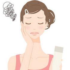 敏感肌のための化粧水選びに悩む女性