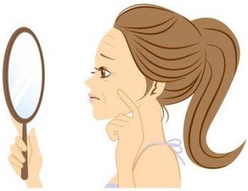 ほうれい線の原因に悩む女性