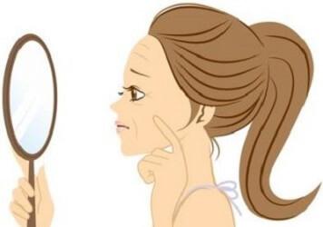 バリア機能が低下することで起こる肌トラブルに悩む女性