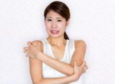 乾皮症と皮脂欠乏性湿疹に悩む女性
