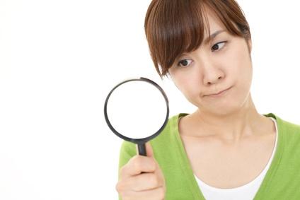 レチノイン酸について考える女性