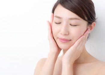 ビタミンC誘導体の効果を実感する女性