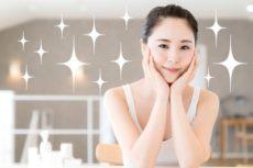 エラスチン配合化粧品でエイジングケアする女性