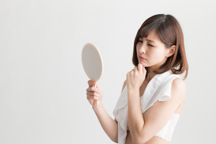 脂性肌を気にしている女性