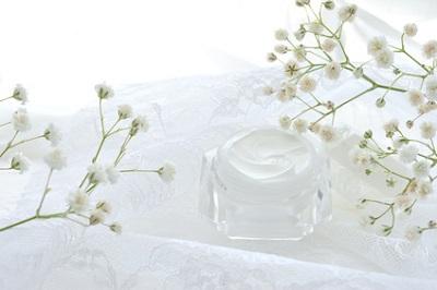 加齢で減る皮脂膜を補うクリームのイメージ