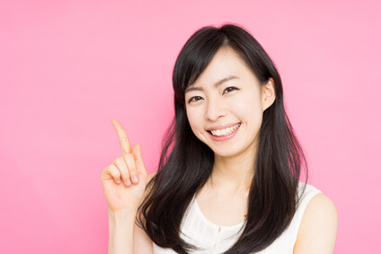 ほうれい線解消のために表情筋対策や顔のエクササイズに興味のある女性