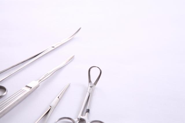 手術で使う医療器具