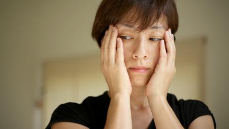 光老化の影響を受けた60代の女性
