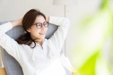 オススメのサングラスをかけて紫外線対策を行う女性
