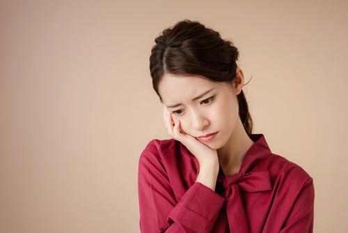 Uゾーンが乾燥しやすい原因を考える女性