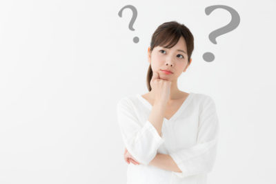 ラウリン酸ポリグリセリル-10について考える女性