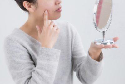 紫外線によるお肌のダメージを気にする女性