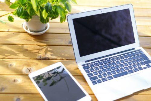 インターネット調査の回答に使うパソコンとタブレット